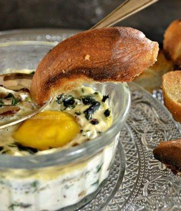 Recette oeuf cocotte aux épinards et champignons manger avec des croûtons de pain maison - Kaderick en Kuizinn©2012