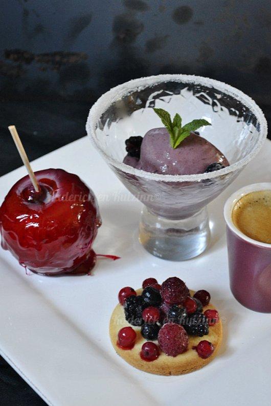 Recette du cafe gourmand fruits rouges avec sablé, glace et pomme d'amour - Kaderick en Kuizinn©