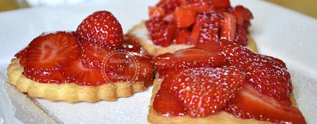 Recette express tartelettes sablées aux fraises bio saupoudrées de sucre glace