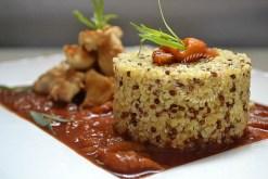 Recette saine avec du quinoa et boulgour avec un poulet basquaise aux poivrons et piment d'Espelette