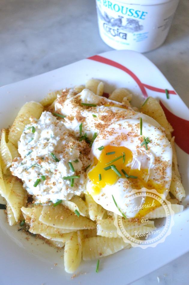 Dégustation recette italienne des pâtes à la brousse corse, ciboulette et œuf