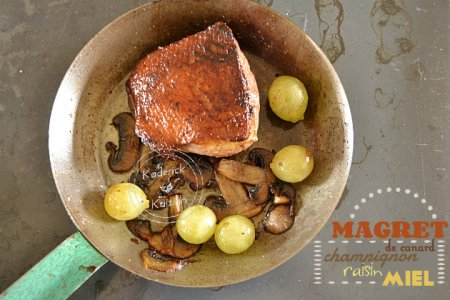 Recette magret canard poêlé aux champignons, raisins et miel
