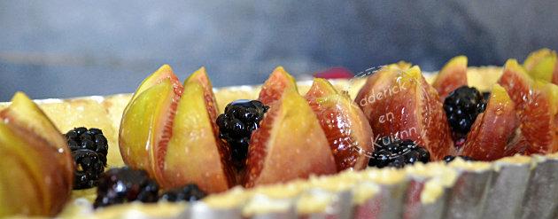 Cuisson tarte sablée aux figues et mûres à la brousse, vanille et miel