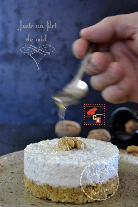 Présentation cheesecake au roquefort, noix, miel et logo de Culino Versions