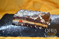 Recette du gâteau opéra au chocolat, caramel et cacahuètes - Menu Paques