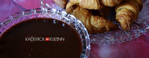 Présentation sauce caramel au beurre salé et ganache au chocolat - pâte à tartiner bio