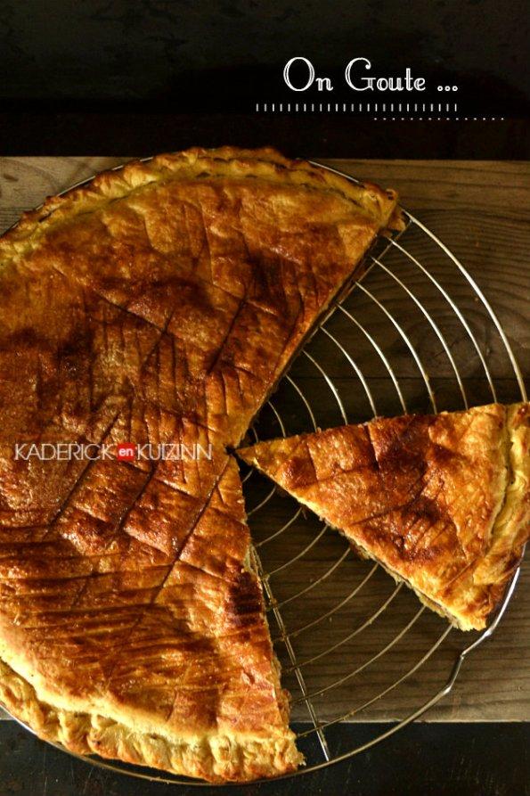 Présentation galette des rois crème frangipane aux fruits rouges - recette d'épiphanie