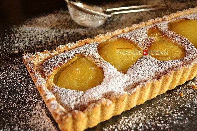Composition tarte bourdaloue aux poires, amandes saupoudrée de sucre glace - recette dessert