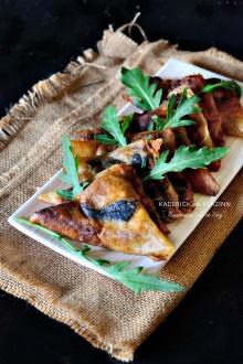 Samoussas de fêtes à la farce foie gras, poularde et trompettes de la mort