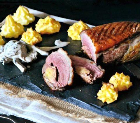 Magret grillé canard farci foie gras pommes duchesse sauce cepes