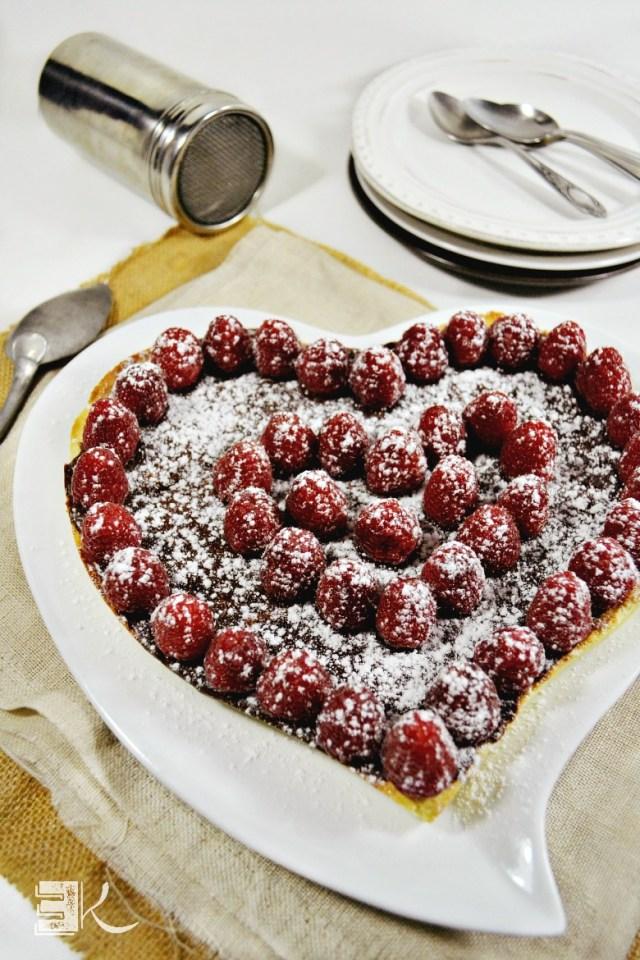 Tarte chocolat caramel framboises forme coeur