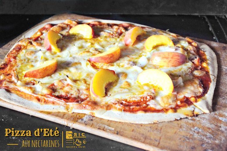 Pizza été sucré salé nectarines oignons mozzarella - Kaderick en Kuizinn