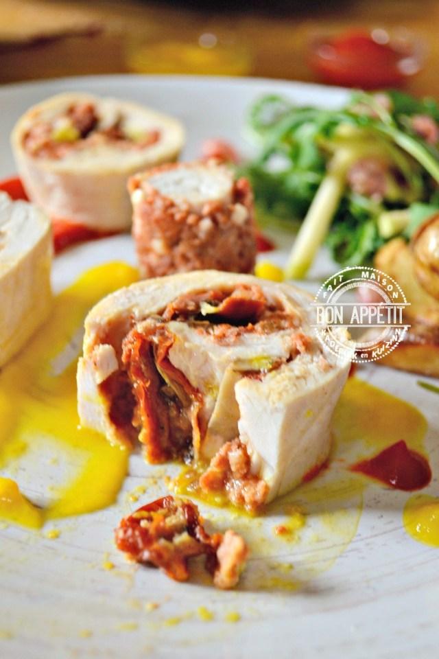 Dégustation poulet vapeur roulé et farci au chorizo, légumes, feta | Kaderick en Kuizinn