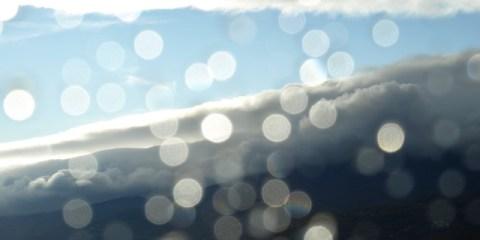 Krople deszczu na szybie, źródło obrazu: sxc.hu
