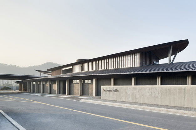 Seowon-Golf-Clubhouse-Design-by-ITM-Yooehwa-Architects-and-Itami-Jun-Architects-(14)