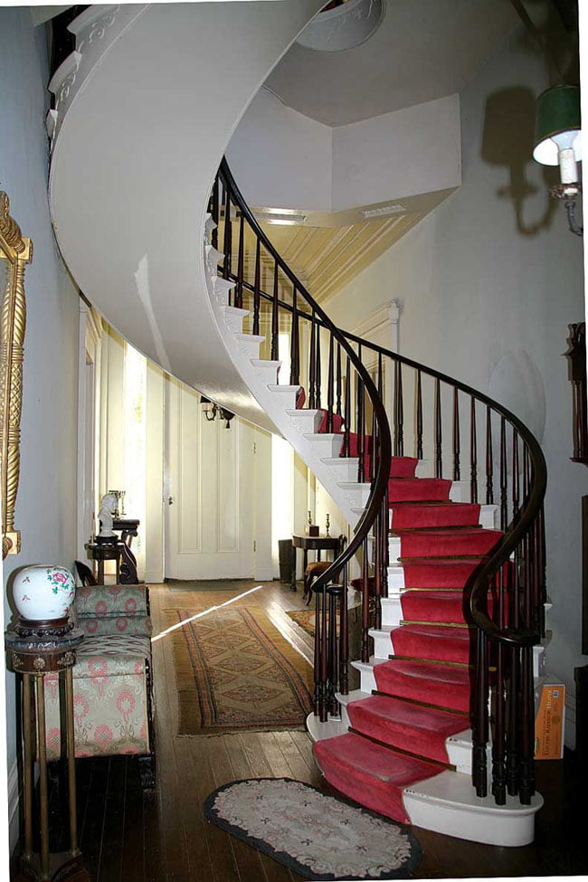 Freestanding-spiral-staircases-example