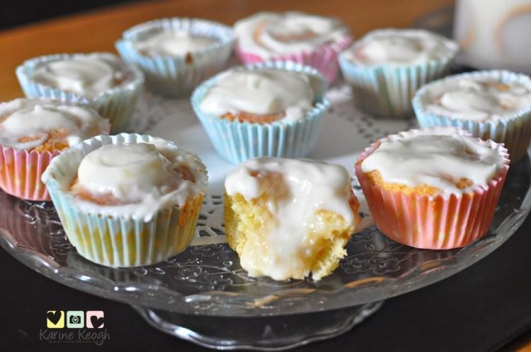 Cupcake com recheio de beijinho.