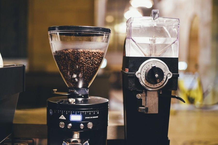 zwei kaffeemühlen