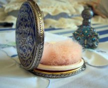 "Vintage 1930s Powder Puff Compact. Source: Etsy Boutique ""ItsAGoodThing."" (Direct website link embedded within.)"