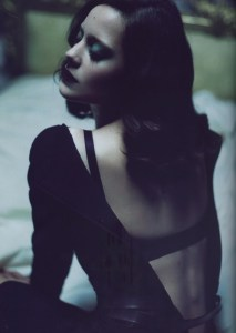 Marion Cotillard photographed by Mert Alas & Marcus Piggott for French Vogue, September 2010. Source:  Glamscheck.com