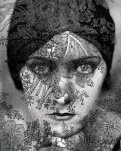 Gloria Swanson, photo by Edward Steichen, 1924. Source: galleryhip.com