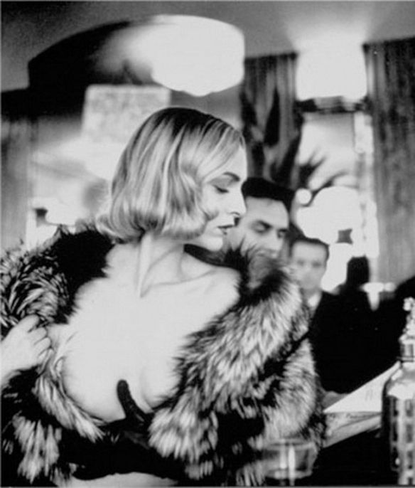 Photo: Helmut Newton via Pinterest.
