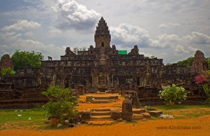 Angkor Wat. Photo: Oren & Cassie at 42ndclass.com. (Direct website link embedded within.)