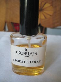 "Guerlain's special, in-house bottle of Apres L'Ondee extrait, 30 ml. Source: eBay seller, ""pineappletrees."""