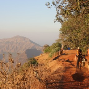 Foggy Point, getting closer to the top of Matheran. Photo: Photo: Sagnik Basu. Source: tripoto.com