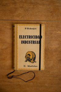 Een notitieboek van het spaanse Electricidad industrial | Kaftwerk.com