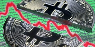 Le cours du bitcoin est tombé mercredi sous le seuil symbolique des 10.000 dollars, accusant une perte de 50% sur son pic de la mi-décembre et de plus de 15% sur la séance, alors que se multiplient les appels à la réglementation des cryptomonnaies.