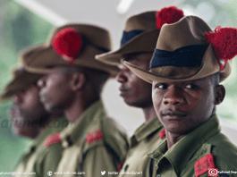 Des policiers tanzaniens lors d'une réception officielle au palais présidentiel de Dar es Salaam, le 13 mai 2015 | AFP/Archives | Daniel Hayduk