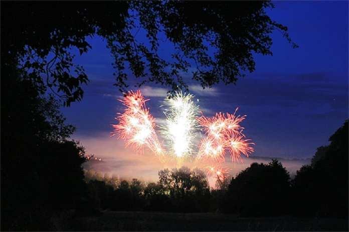 14 juillet, fête nationale française aux couleurs et contours de la France : il fallait y penser… (© P. Lando)
