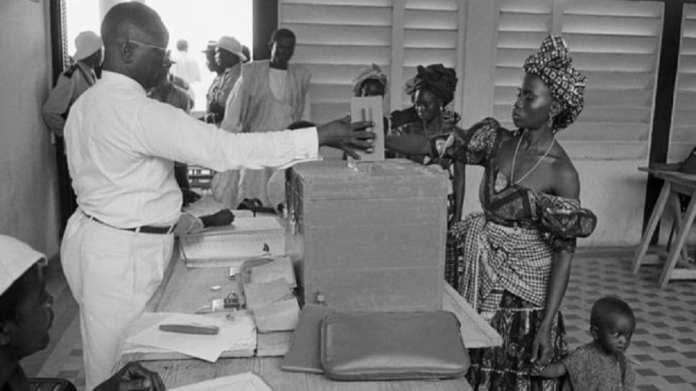 Bureau de vote lors du référendum pour du 28 septembre 1958 pour l'indépendance de la Guinée