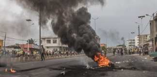 Protesters barricade the streets of Cadjehoun the stronghold of former president of Benin Thomas Yayi Boni on May 2, 2019 in Cotonou.