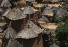 villages Dogon suivent souvent un mode de vie traditionnel