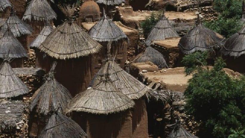 villages Dogon suivent souvent un mode de vie traditionnel