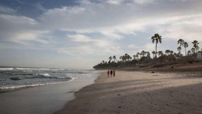 """La Gambie, populaire auprès des touristes, se présente comme la """"côte souriante de l'Afrique de l'Ouest""""."""
