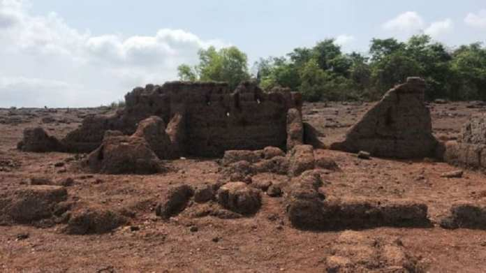 Situé dans l'arrière-pays, Curdi était autrefois un village prospère.