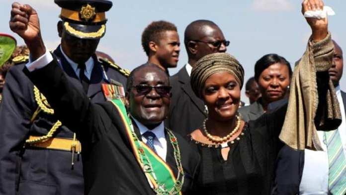La chute de M. Mugabe est survenue après des soupçons selon lesquels son épouse Grace pourrait lui succéder