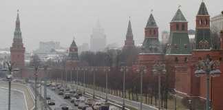Les murs et tours du Kremlin à Moscou, le 29 novembre 2017 (image d'illustration). D'après CNN, l'espion avait directement accès au président Vladimir Poutine.