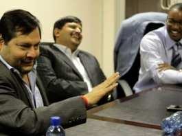 Ajay Gupta (L) - ici avec son frère Atul et Duduzane Zuma - a nié toute malversation