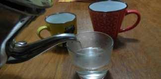 L'eau chaude guérit-elle plusieurs maladies ? Non, pas de preuve. (Photo : Coumba Sylla)
