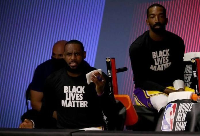 La NBA reprend sa saison le genou à terre avant de sauter au panier+