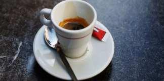 Faut-il boire du café avant le petit déjeuner
