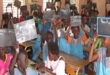 mobilier-scolaire-un-officiel-evoque-un-deficit-de-330-000-tables-bancs