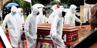 Selon l'OMS, la thésaurisation des vaccins `` maintient la pandémie en feu ''