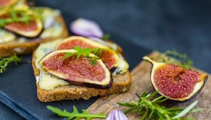 Recettes Tartines de figues rôties au miel et raclette 2