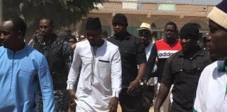 UCAD Ousmane Sonko rend visite aux étudiants et s'offre un bain de foule