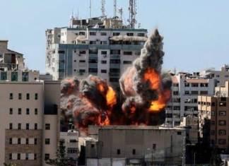 Israël bombarde la tour de plusieurs médias